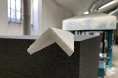 Dvibriauniai ilgi pakavimo kampas 100x100, naudojami prekių šoninei apsaugai, dažniausiai baldų pramonėje